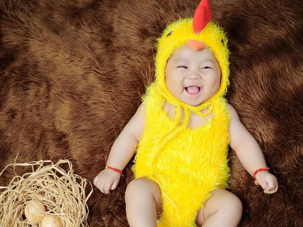 婴儿打嗝是什么原因 婴儿打嗝时能喂奶吗