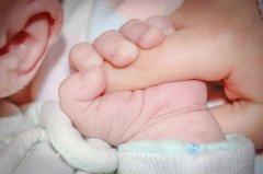 宝宝几个月可以添加辅食 宝宝添加辅食的信号