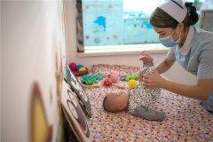 一个月宝宝如何早教 宝宝早教的最佳时间
