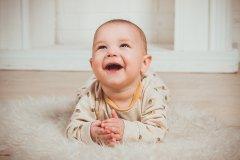 1个月宝宝早教要注意什么 1个月宝宝早教有哪些游戏