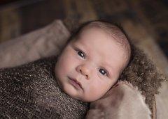一岁宝宝身高体重标准 影响宝宝身高的因素