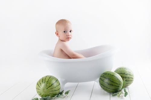 新生婴儿吐奶的原因 新生婴儿吐奶怎么办