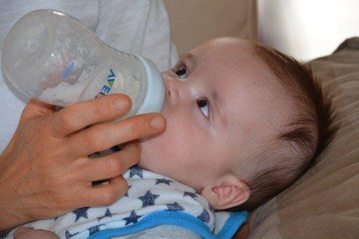 婴儿吃手指头是什么原因 婴儿吃手指头的注意事项
