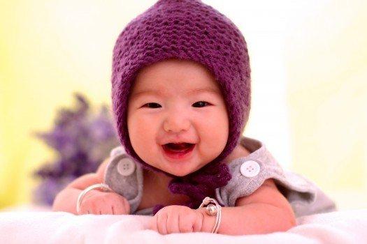 新生儿老打嗝怎么回事 停止宝宝打嗝的方法