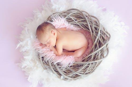 新生婴儿护理知识 新生婴儿吃奶的姿势有哪些