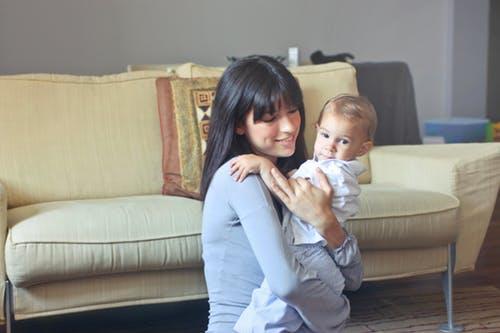 宝宝打嗝不停怎么办 宝宝打嗝的原因