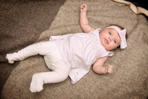 九个月的宝宝发育标准 九个月的宝宝吃什么好