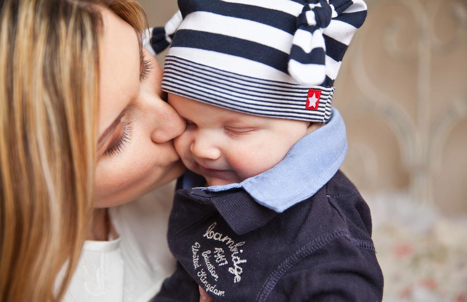 三个月的宝宝吃什么 宝宝吃辅食的最佳时间