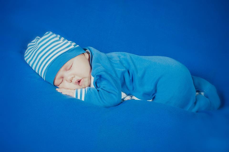 新生儿睡觉不踏实怎么办 新生儿睡觉不踏实的原因