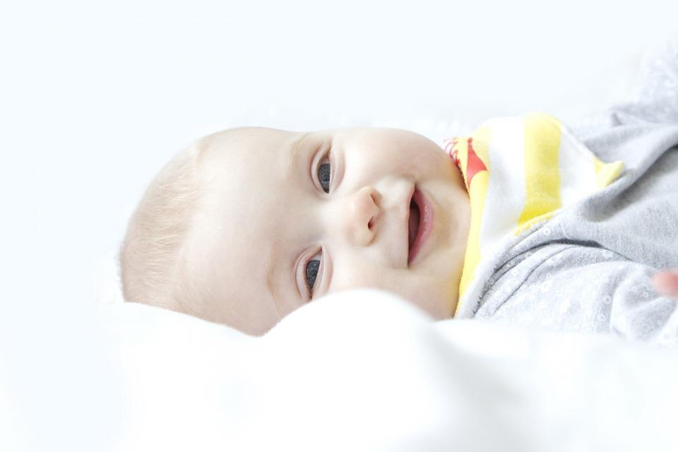 新生儿打嗝怎么办 新生儿打嗝的原因