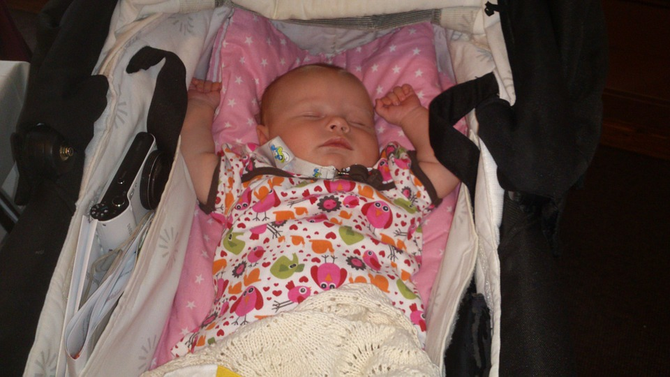 婴儿为什么打嗝 婴儿肚子胀气怎么办