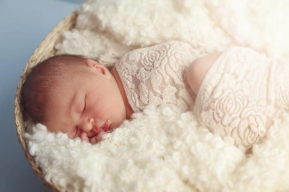 婴儿吐奶严重怎么办 婴儿吐奶严重的原因
