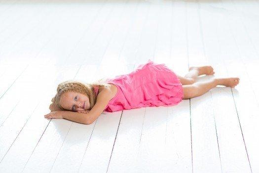 新生儿睡不踏实的原因 新生儿睡不踏实吃什么