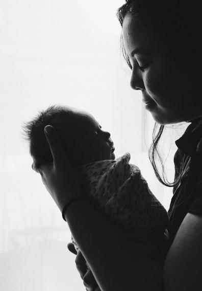小孩吐奶的原因 小孩吐奶厉害怎么办